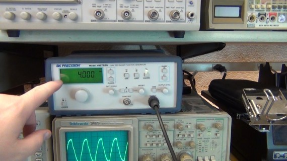 On to testing the divide by 8 prescaler. I output a 4MHz square wave 0-5 v from my function generator.